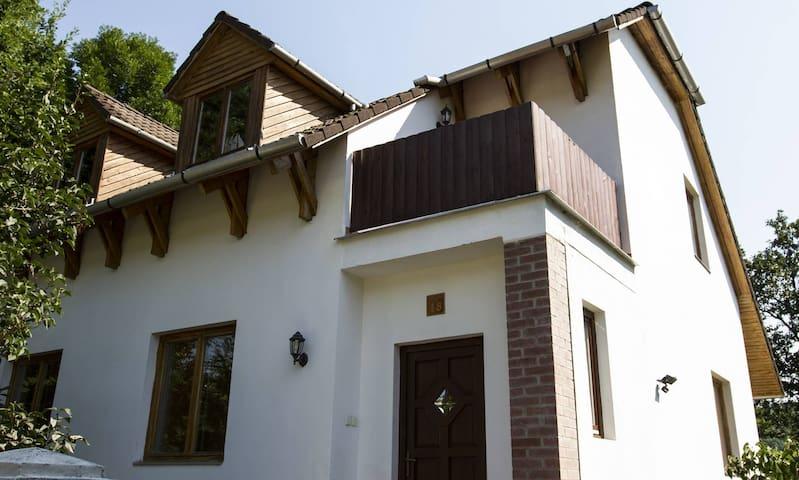 Erdőre néző Premium 13 fős hétvégi ház - Szarvaskő