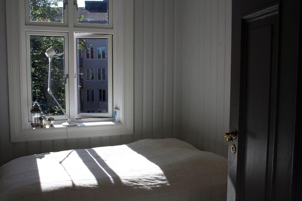 Quiet bedroom with 1.40 m double bed.