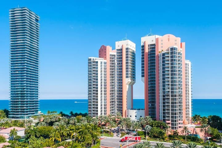 DIRECT OCEAN VIEW 1BD/1,5B APT 12TH - Sunny Isles Beach