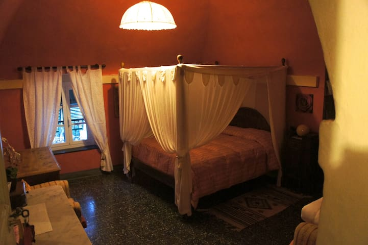 Camera Rossa (tripla) - Cisano sul Neva - Bed & Breakfast