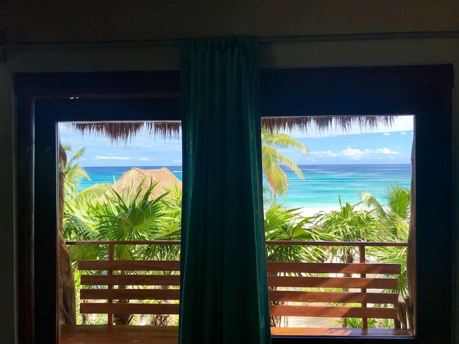 Disfruta en cada habitación la vista al mar.