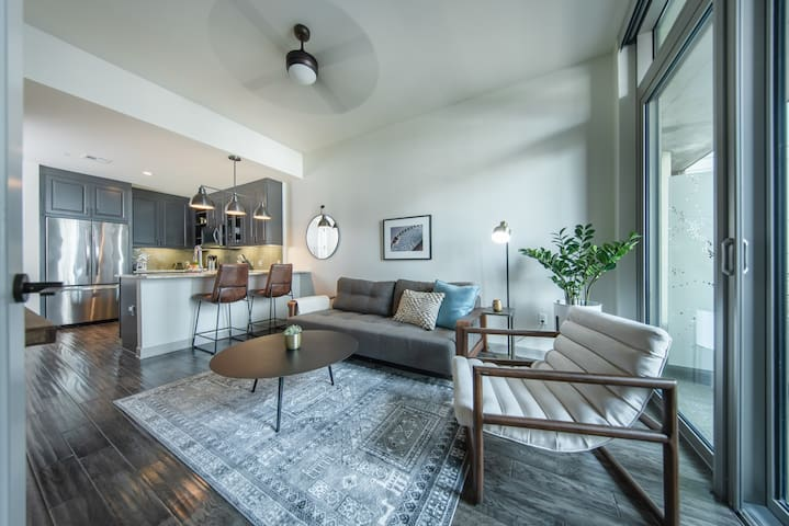 *NEW* Dallas Victory Park | Stylish 1BR by Locale