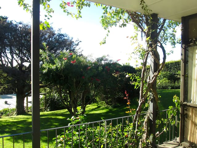 Sunny garden apartment in St Heliers - Auckland - Apartment