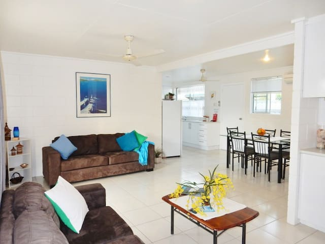 Award Winner, Fully Furnished, Entire Unit - Lucinda - Apartment