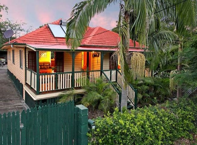 Tropical Queenslander $70PP - Manly - Bed & Breakfast