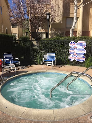 Super  Cozy  very easy access to 101 FW Suround - Calabasas - Townhouse