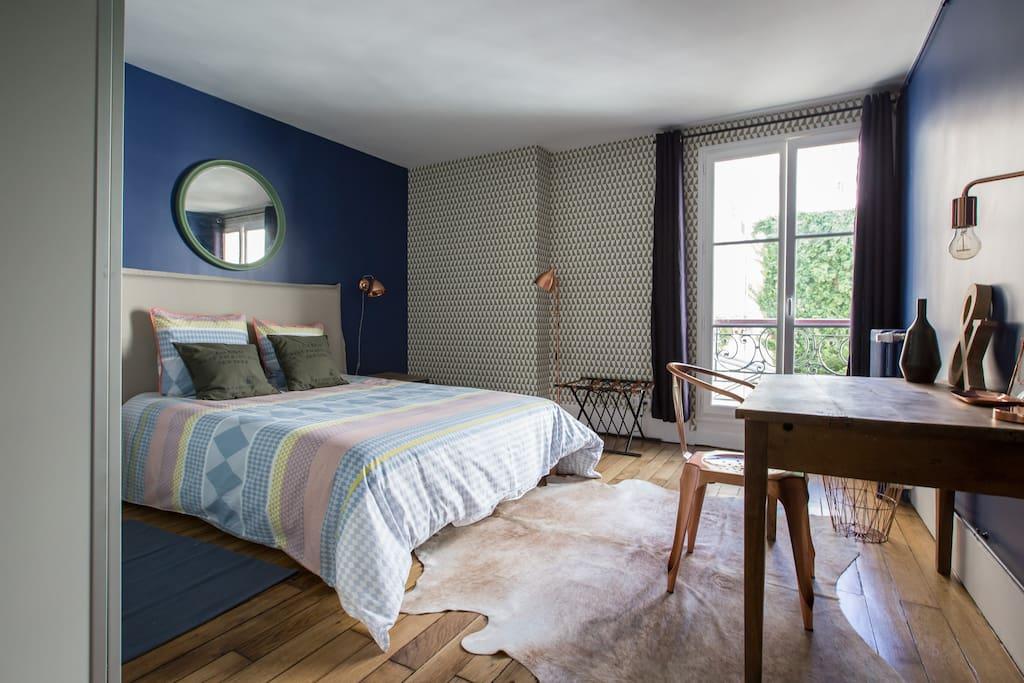 Grande chambre spacieuse et lumineuse, et son bureau (lit 160X200cm)