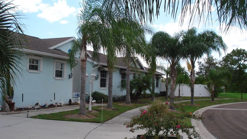 Three bdr home on salt water canal. - Apollo Beach - House