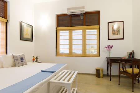 The Little Townhouse-Taprobane room - Colombo