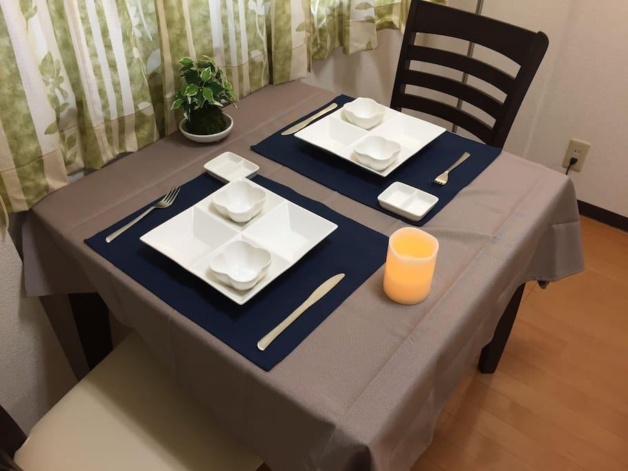 ちゃんと自炊して食事が出来るようにダイニングセットも。  There is a dining set so that you can cook yourself.