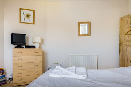 Double/Twin Room Near Seafront R5 - Portsmouth