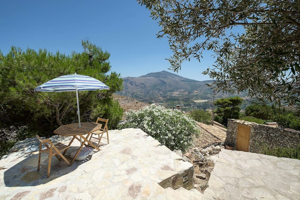 up to scopello cave of dream maisons organiques louer scopello sicilia italie. Black Bedroom Furniture Sets. Home Design Ideas