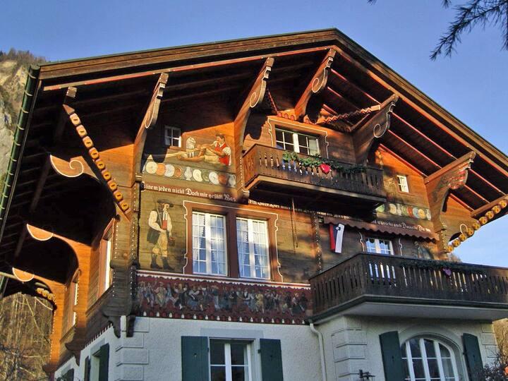 Traditionelles Schweizer Chalet / Apt. für 6