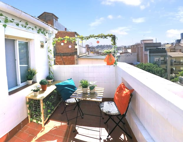 Sunny Attic with private terrace + NETFLIX - FIRA