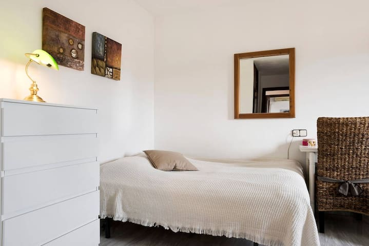 Bright and nice room- in the center - Fuengirola - Apartment