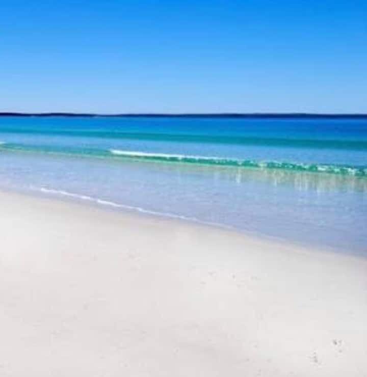 JERVIS BAY STUDIO & SPA- walking distance to shops
