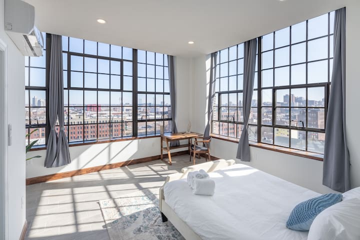 Romantic Loft with 180 degrees Views + Free Parking