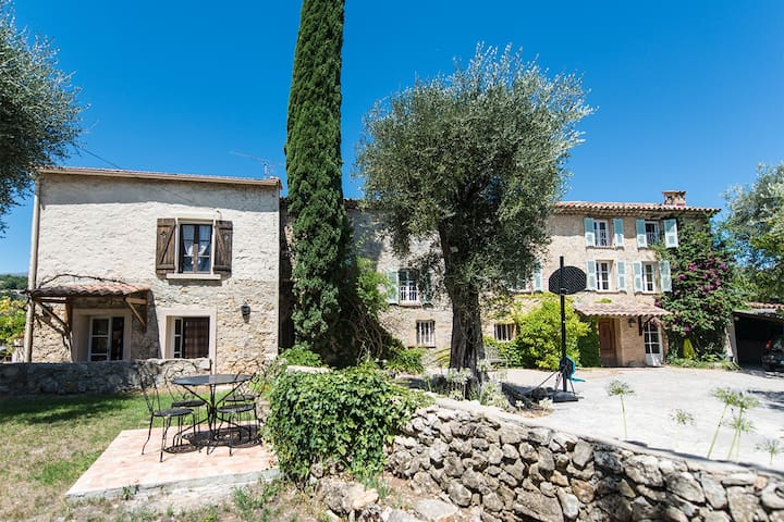 Independent Studio in Provencal mas - Le Rouret