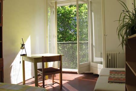 Warm comfortable room! :) - Berlín - Pis