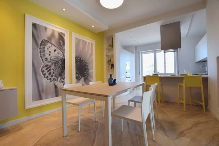 """""""La Favorita""""- Moderno appartamento in 1°fila mare"""