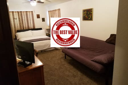 Gateway to Sequoia National park  , LARGE room !! - Висалия - Дом