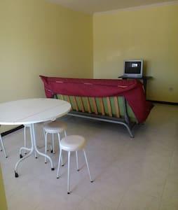 Sober, Quiet and Pratical Apartment - Pis