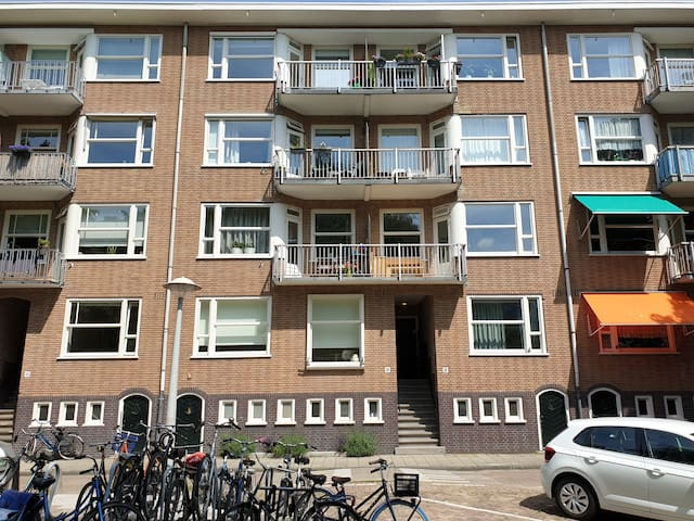 Two balcony top-floor appartment in Amsterdam West
