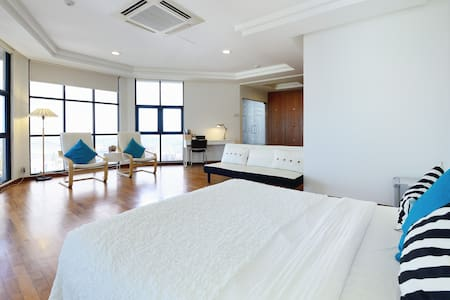 Pacific 1 Super Big Penthouse Master room - Singapore
