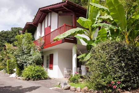 Basque-style apartment nr Biarritz - La Bastide-Clairence - Wohnung