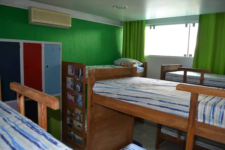 Quarto de 8 camas (Grafite SP)