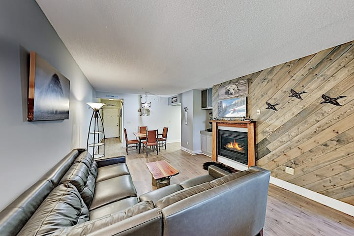 River Place Condo | Mountain & River Views, Pool