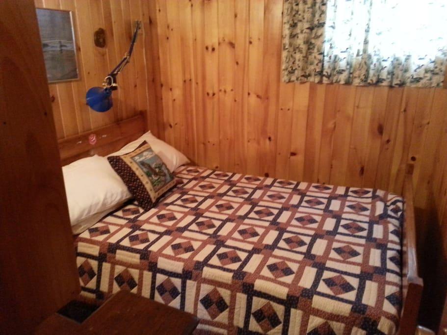 Bedroom 2 w/ double bed