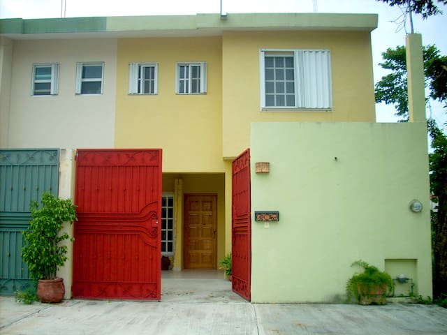 Casa, 2 Bdrms with A/C, 2 Blocks to Waterfront.