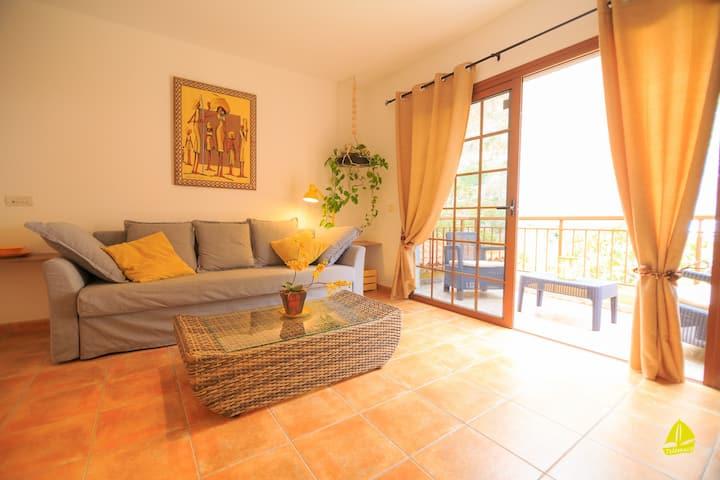 Villa Telémaco Yellow with sunny terrace- 4 flats