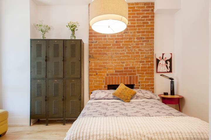 Stylish Loft in the heart of Roncesvalles Village! - Toronto - Casa