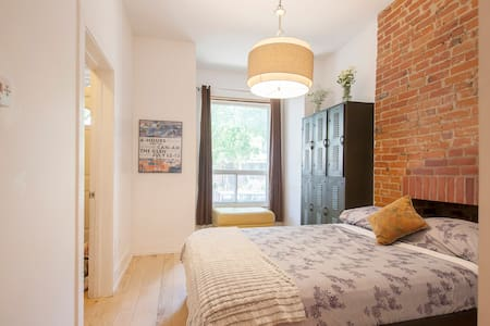 Loft in the heart of Roncesvalles!