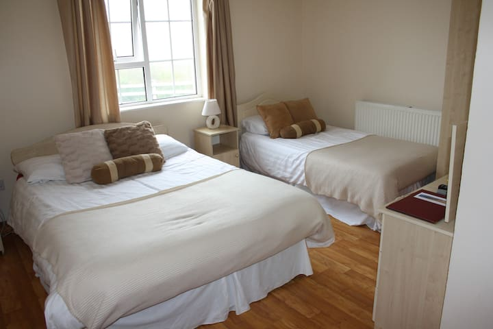 Gleanndobhar Bed and Breakfast - Glencolmcille - Bed & Breakfast