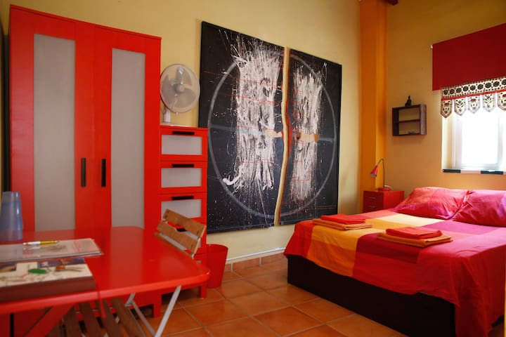 Room in the center of Sevilla-Red