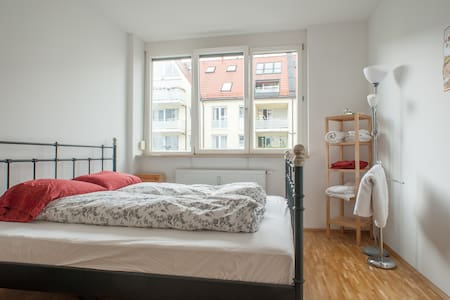 Bright, spacious double room - Appartement