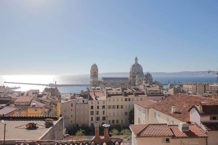 Beautiful Studio with balcony view open Sea - Marseille - Appartement