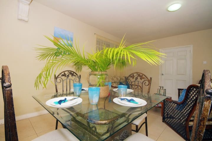 Tropical inspired living and dining space