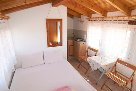 An attic for up to 2 persons - Nea Roda - Apartment