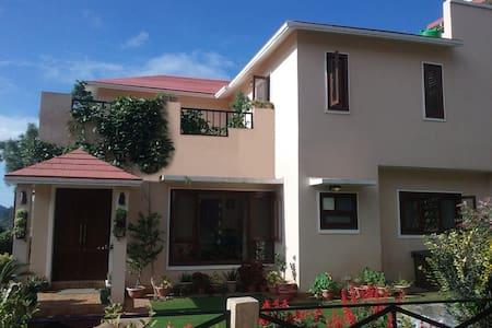 JawsAtSattal - Nainital - Σπίτι