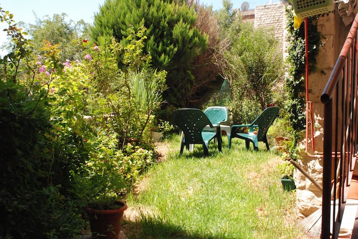 cozy appartment with a garden! - Jerusalem - Apartament