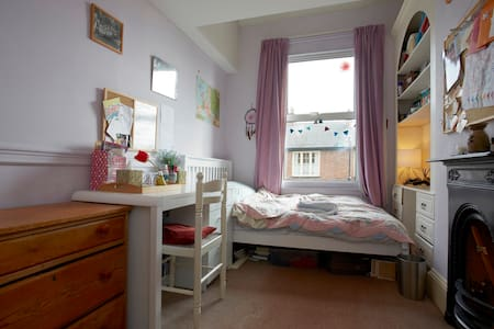 4ft Double Bed in Sunny Eco home nr City/Uni