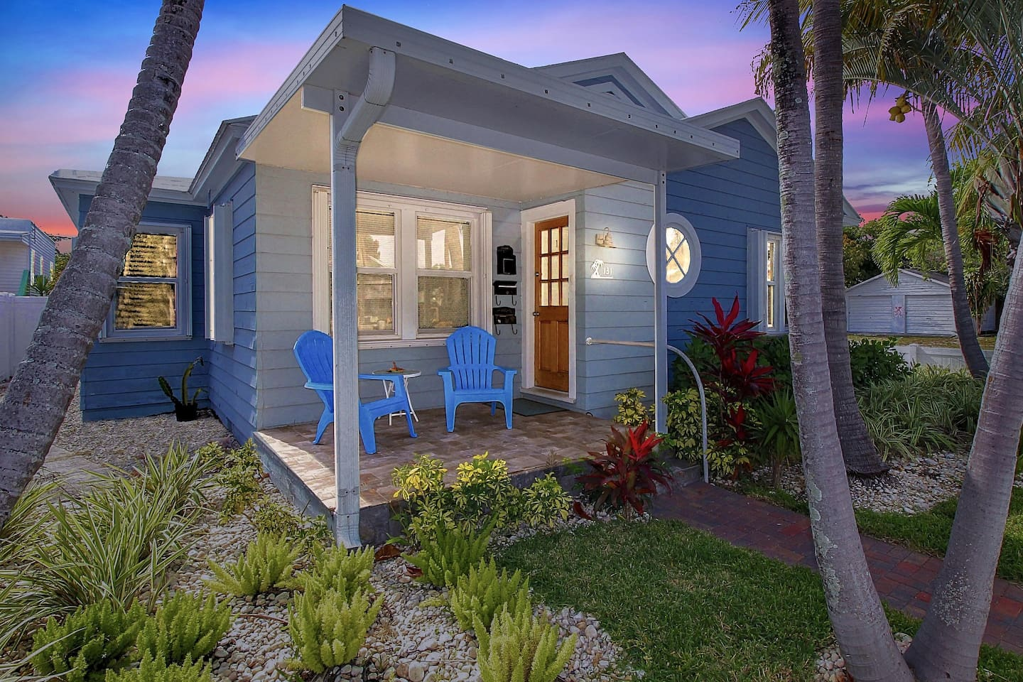 Welcome to The Sandy Shell Cottage in Downtown Lake Worth Beach.