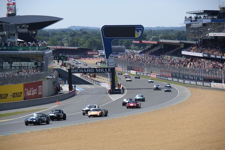 Enjoy the Le Mans 24 h racing car - Le Mans - Bed & Breakfast