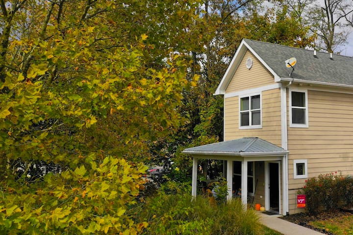 ★ 5-star home ★ 5-min walk to downtown Blacksburg