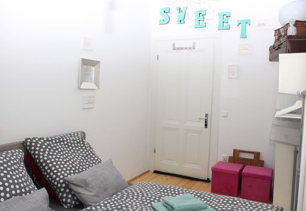 ... very sweet guest room:)