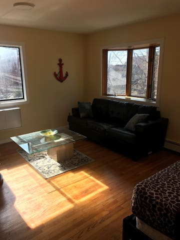 Spacious Studio in Jamaica Estates with Balcony - Квинс - Квартира